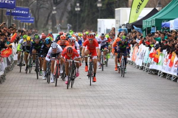 Bouhanni lancia lo sprint a Cordova (Foto Jean Claude Faucher)