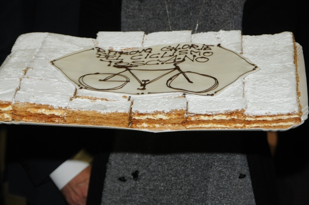 La torta del 28^ Convegno delle Glorie del Ciclismo Toscano (Foto Luca Venturi)