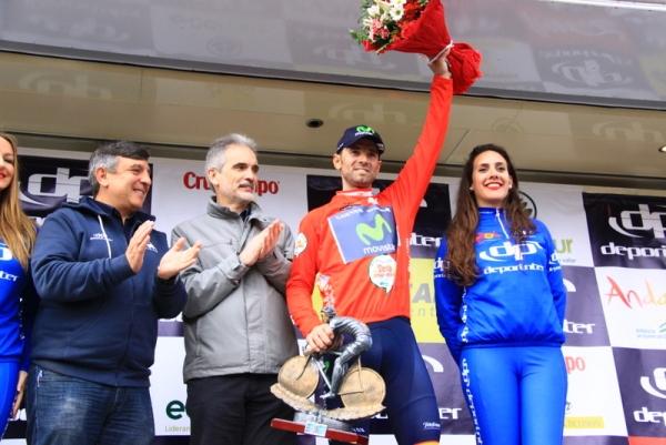 Valverde con Organizzatori e miss (Foto JC Faucher)