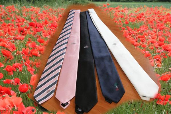 Le cravatte...che bei colori..! (Foto di Antonio Pisoni)
