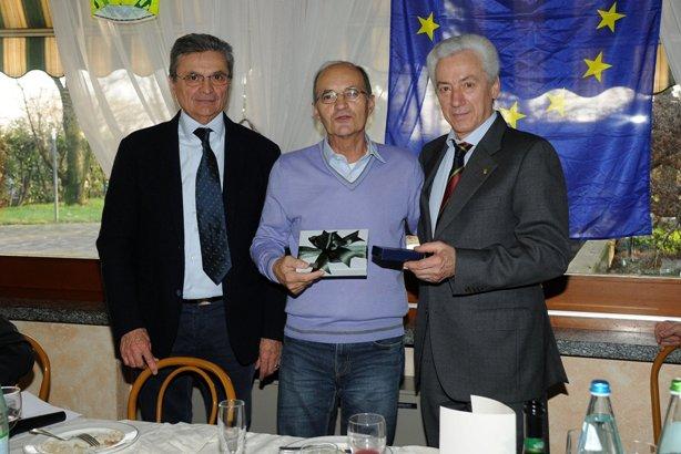 da sx, Adriano Borghetti, Valter Cozzaglio e Lionello Fantoni Presidente Biringhello in carica