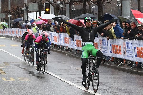 La netta vittoria di Colbrelli (Foto Kia Castelli)