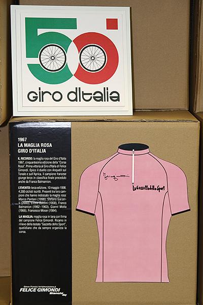La Maglia rosa del Giro (Foto Kia Castelli)