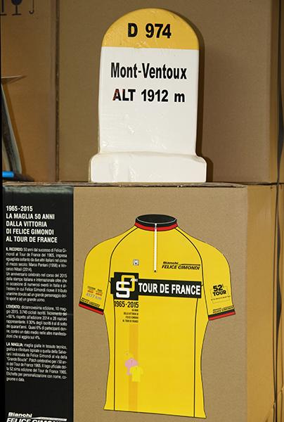 Maglia Gialla commemorativa della vittoria al Tour di 50 anni prima (Foto Kia Castelli)