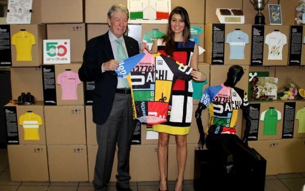 Gimondi e la Miss presentano la Maglia della XXì GF Gimondi