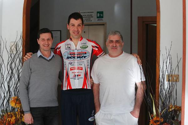 Omar Saronni con due dei tre Titolari dell'Hotel Mediterranee (Foto Antonio Pisoni)