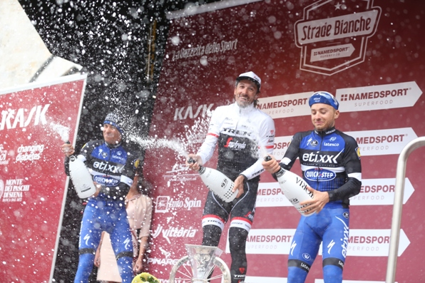 PODIO STRADE BIANCHE NAMED SPORT PROFESSIONISTI