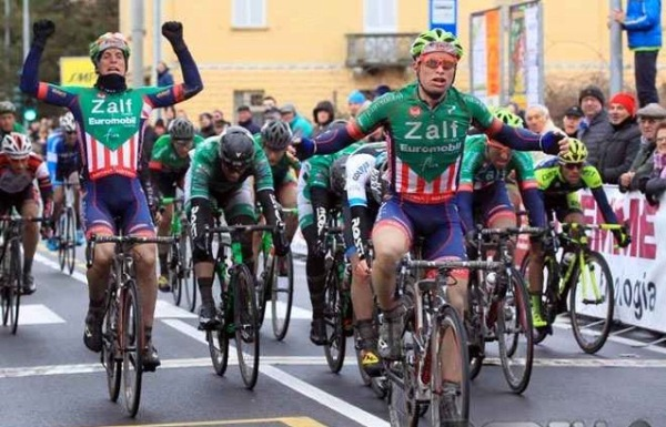 All'estrema destra, Carmelo Foti, 9^ classificato (Foto Rodella)