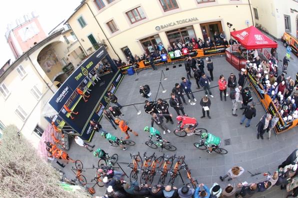 Piazza del Raduno (Foto Ansa-Peri-Zennaro)