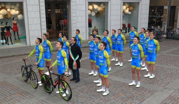 10.03.16 - team brilla schierato con sindaco