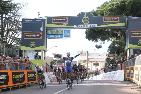 Gaviria vince 3^ tappa a Montalto di Castro (Foto Ansa-Peri-Zennaro)
