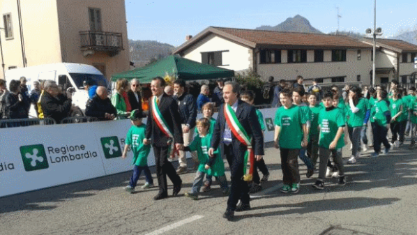Bambini all'arrivo del Trofeo Da Moreno
