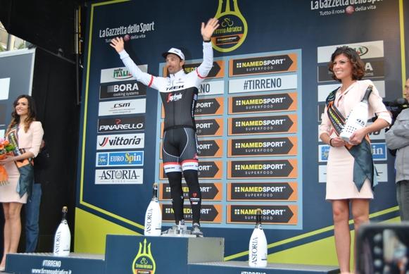 Cancellara podio San Benedetto (Foto Miserocchi)
