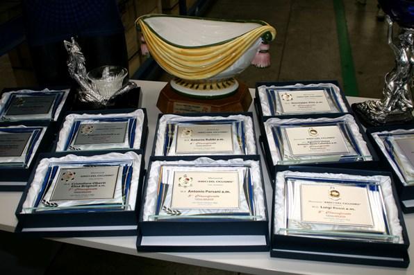 Le varie targhe in premio (Foto Berry)