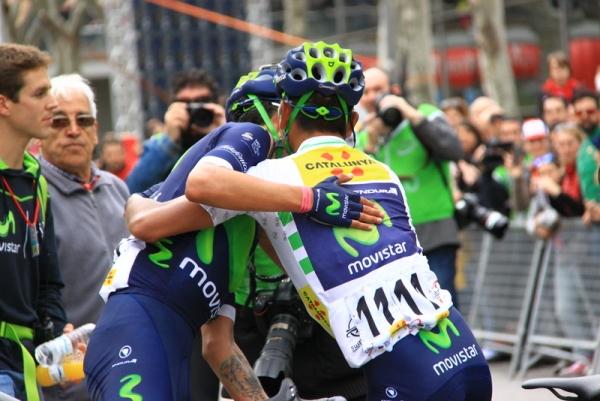 Quintana abbraccia compagno all'arrivo (Foto Jean Claude Faucher)