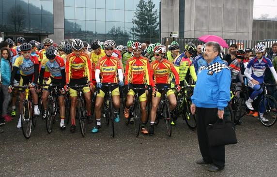 Allievi pronti al via col Direttore di Corsa Vigano^