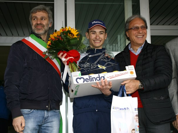 Premiazione Carpene vincitore gara Allievi (Foto Berry)