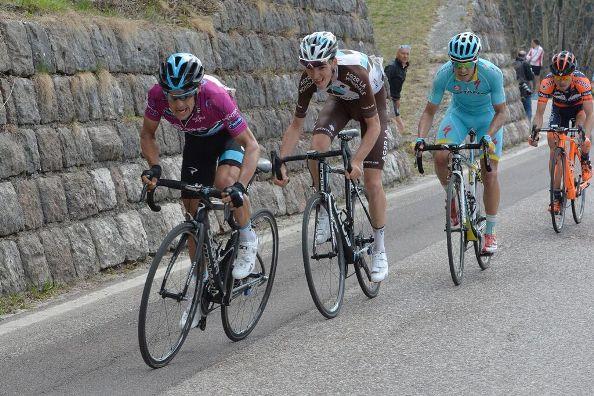 Porte, Bardet, Mikel Landa in fila (Foto Daniele Mosna)
