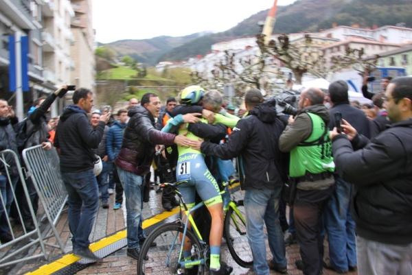 L'arrivo di Alberto Contador (Foto Jean Claude Faucher)