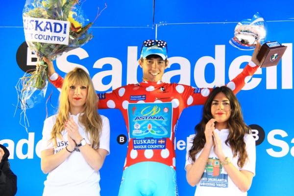 Diego Rosa premiato quale vincitore del GPM (Foto Jean Claude Faucher)
