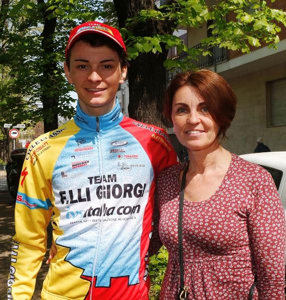Alessandro Covi qui con la mamma (Foto Pisoni)