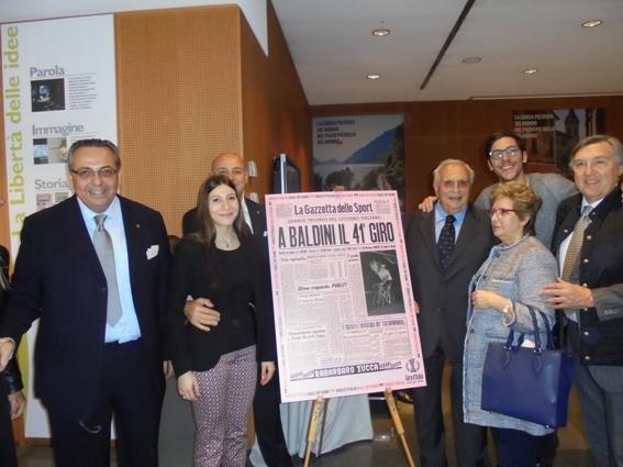 Ercole Baldini, 4* da dx con i suoi famigliari (Foto Miserocchi)