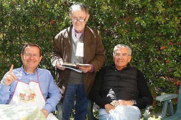 Da sx, Levati, Bernardi e Mauro Maramotti al Ristorante del Ciclista (Foto di Antonio Pisoni)