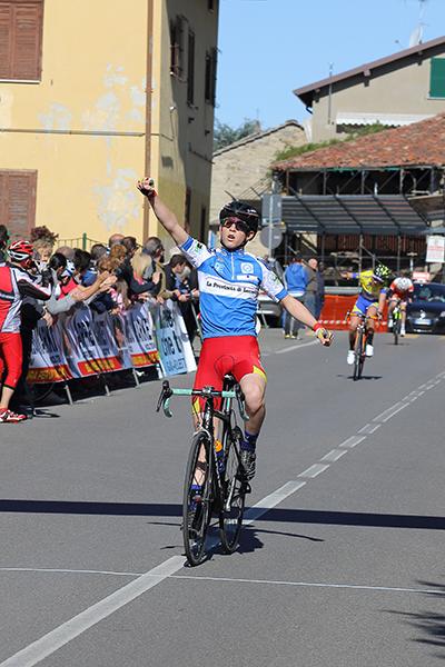 Manuel Oioli vince a Garbagnate Monastero (Foto Kia Castelli)