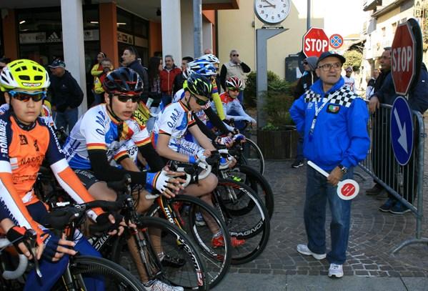 Tutto pronto col Direttore di Corsa per il via (Foto di Berry)