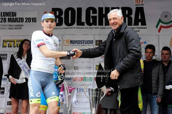 Il grande Francesco Moser si congratula con Marco Corra^ vincitore 107^ La Bolghera (Foto di Mosna Natascia Graziola)