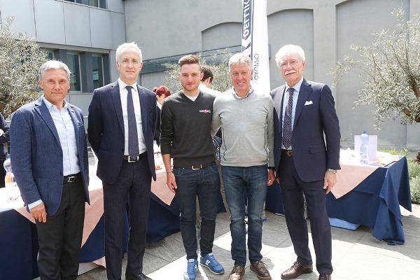 I signori Emanuele e Mario Galbusera con Simone Consonni ed Antonio Bevilacqua (Foto Pisoni)
