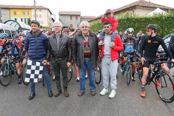 Danilo Napolitano col figlio Leonardo, Sindaco Maffioli e Presidente Brebbia al pronti via (Pisoni)
