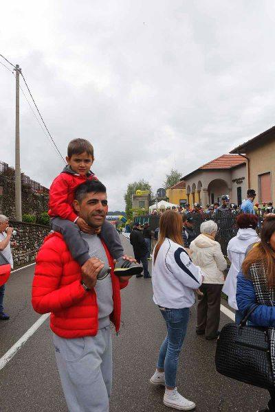 Danilo Napolitano col figlio Leonardo tra gli spettatori (Foto Antonio Pisoni)