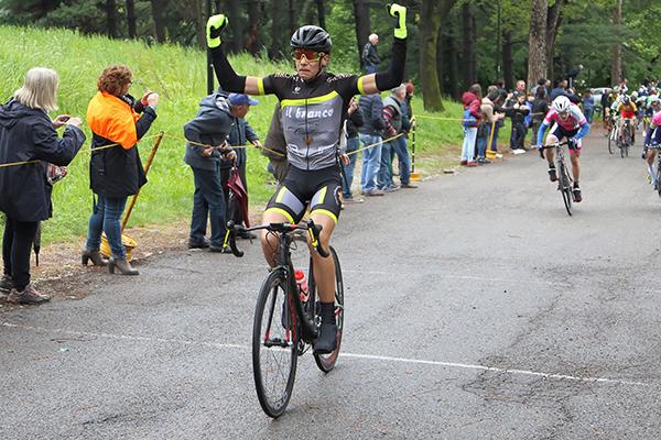 L'arrivo vittorioso di D'Amato (Foto Kia Castelli)