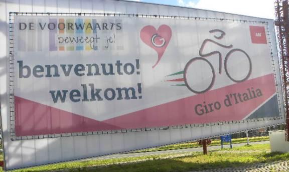 Cartello di Benvenuto al Giro (Foto Nastasi)