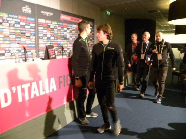 Davide Formolo e Rigoberto Uran in conferenza stampa (Foto Nastasi)