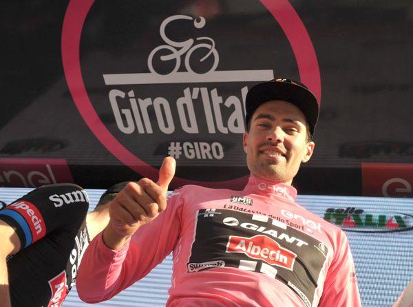 Tom Dumoulin mantiene la maglia rosa (Foto Ansa)