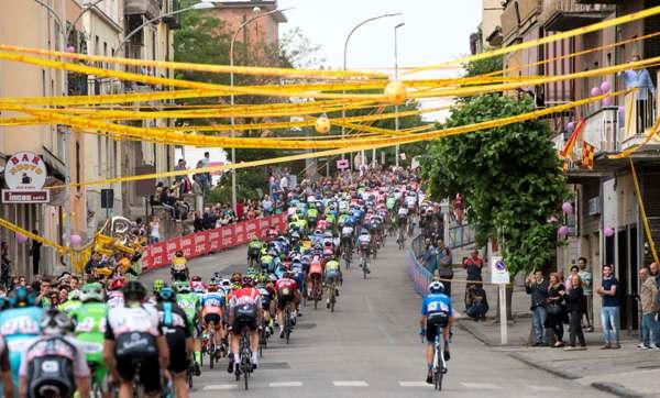 Passaggio per Benevento (Foto Ansa)