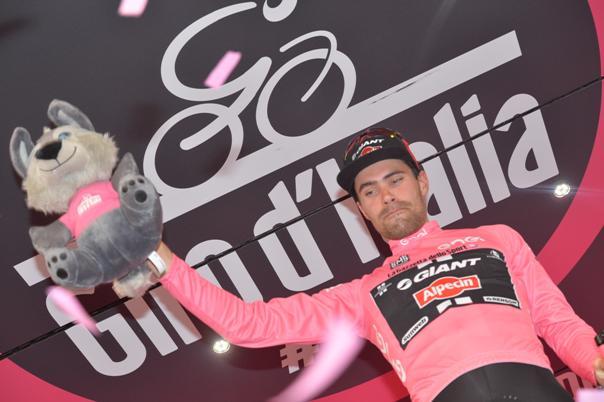 Tom Dumoulin si conferma maglia rosa (Foto Ansa)