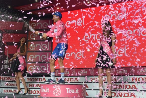 Gianluca Brambiulla Brindisi in maglia rosa (Foto Trovati)