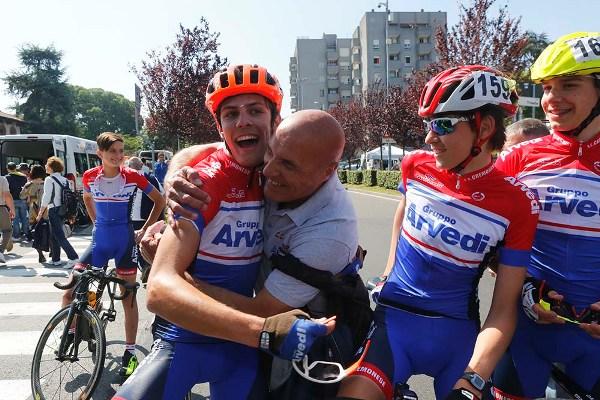 Il DS Tiziano Corbari si congratula con Bosini (Foto Pisoni)