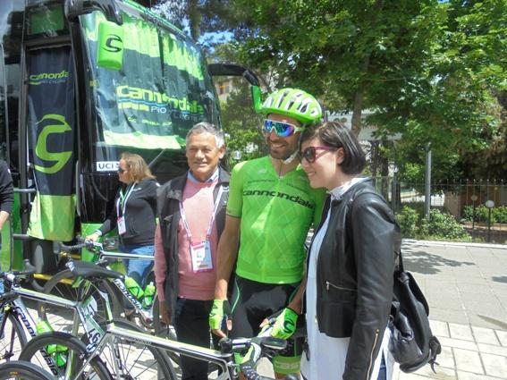 L'ex Renato Laghi con Moreno Moser e una tifosa (Foto di Roberto Miserocchi)
