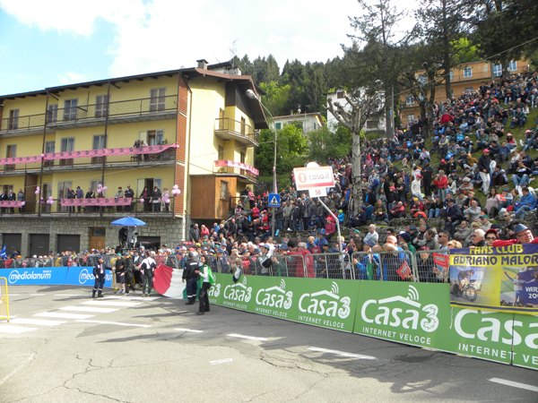 Sestola, marea di folla all'arrivo di Sestola (Foto Nastasi)