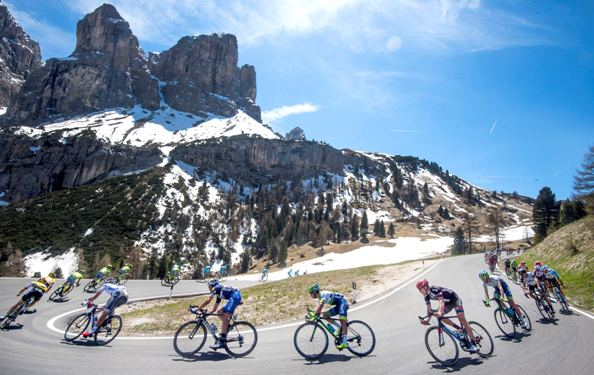 Giro d'Italia 2016: The 14th Stage-Corridori in discesa (Ansa)