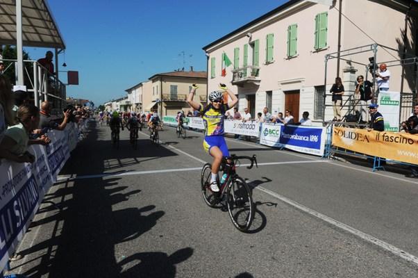 Sonia Rossetti vince a Gazoldo degli Ippoliti il titolo di Campionessa regionale lombarda donne esordienti 2^ anno (Rodella)