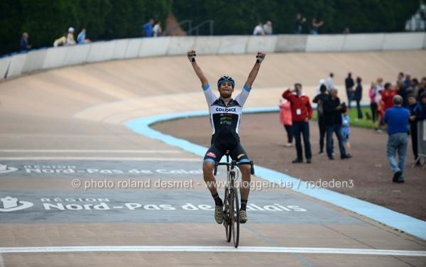 Filippo Ganna vince la Roubaix U23-2016 (Foto Roland Desmet)