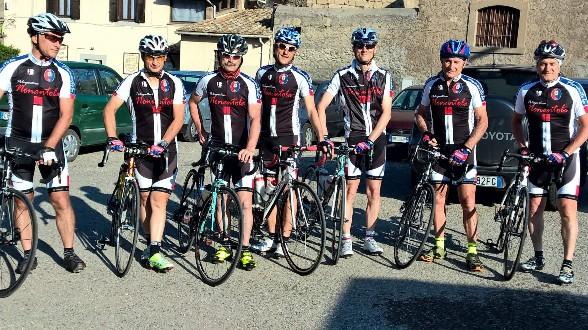 Ciclisti Nonantolani in piazza Vaticano a Roma