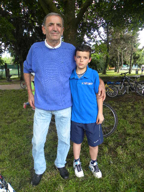 G5 Simone Bon della SC Busto Garolfo qui col nonno (Foto Nastasi)