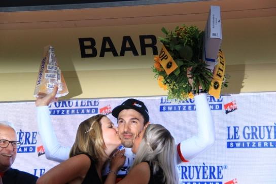 Cancellara bacio delle miss (JC Faucher)