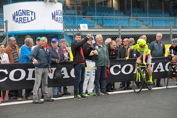 Gianni Bugno a Monza nelle vesti di Mossiere (Foto Kia)